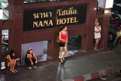 L'entrée du Nana Hôtel, un Hôtel guest friendly à Bangkok